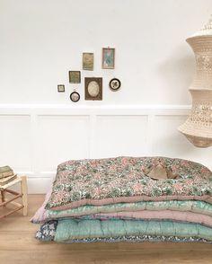 Trendy Home Office Quarto Vintage Deco Pastel, Mattress On Floor, Decor Logo, Interior Decorating, Interior Design, Asian Decor, Trendy Home, Floor Cushions, Handmade Home