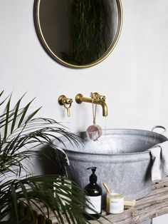Rustic Master Bathroom, Rustic Bathrooms, Welcome To My House, House In The Woods, Western Decor, Country Decor, Country Style, Lavabo Exterior, Surf Room