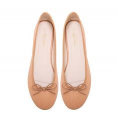 Potato Marchas feature a nude synthetic upper, Marcha printed lining and a comfortable polyurethane insole. They are easy to wear, feminine and go well with any outfit and as with all Marcha Ballerinas – they are unbelievably comfortable. Ballerina Flats, Cute Woman, Feminine, Lady, How To Wear, Shoes, Women, Fashion, Walking Gear