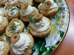 Appetizer Sandwiches, Appetizers, Bread Rolls, Sushi, Pizza, Eat, Ethnic Recipes, Friends, Food