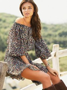 i could totally rock this.. with tall brown boots or flats for the pontoon boat. Get here now summer!