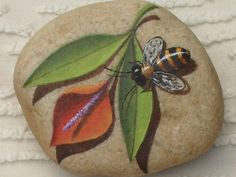Bee on a painted rock Pebble Painting, Pebble Art, Stone Painting, Rock Painting, Stone Crafts, Rock Crafts, Rock And Pebbles, Hand Painted Rocks, Painted Stones