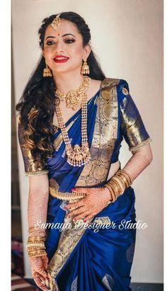 South Indian Bride Saree, Indian Bridal Sarees, Wedding Silk Saree, Indian Bridal Outfits, Indian Fashion Dresses, Fashion Outfits, Silk Saree Banarasi, Jhumka Designs, Marathi Bride