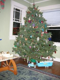 I had the trailer toy under this tree as a kid!