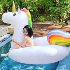 Isn't the pool too small? #beachvacationers  #poolside #maldives #unicorn #unicornfloat #poolfloat #travelpics