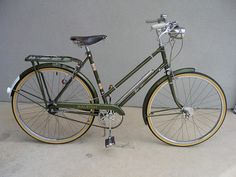 """old three-speed gallery: """"Beatrice,"""" a 1967 Raleigh Superbe Raleigh Bicycle, Raleigh Bikes, Beach Cruiser Bikes, Cruiser Bicycle, Pashley Bike, Look Bicycles, Bicicletas Raleigh, Peugeot, Bicycle Rims"""