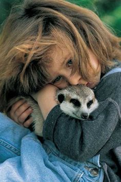 Tippy ...la bimba che vive a stretto contatto con gli animali in africa