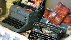 Vintage typewriters Boutique Store Displays, Boutique Stores, Vintage Typewriters, Clothing Boutiques