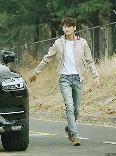 Bạn sẽ bị choáng khi xem loạt ảnh về cặp chân dài khủng khiếp của 7 mĩ nam Hàn này Park Hyung Sik Hwarang, Park Hyung Shik, Strong Girls, Strong Women, Lee Seung Gi, Lee Jong Suk, Park Hyungsik Strong Woman, Park Hyungsik Cute, The Sims
