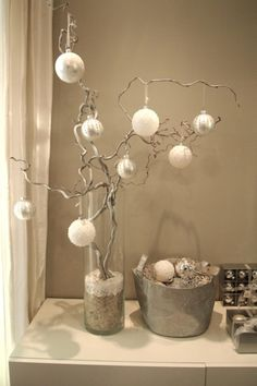 idea for my lighted tree and old wire basket Cottage Christmas, White Christmas, Christmas Fun, Diy Craft Projects, Fun Crafts, Diy And Crafts, Branch Decor, Wire Basket, Diy On A Budget