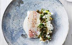 Hvid fisk med porre, kaperssmørsauce & blomkål
