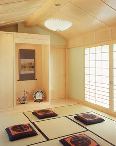 Natural and Comfortable Look of Japanese Living Room Interior