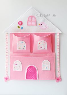 Felt Pink House Bow Holder and Wall Pocket Inspiration *No instructions available. Felt Crafts, Diy And Crafts, Crafts For Kids, Sewing Crafts, Sewing Projects, Pink Houses, Wall Pockets, Felt Toys, Baby Sewing