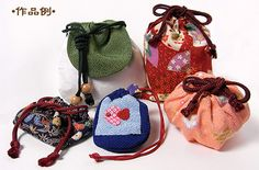 cute bags made with Chirimen. You can order the cords (edouchi-himo) from this site.
