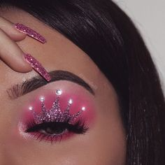 Gorgeous Makeup: Tips and Tricks With Eye Makeup and Eyeshadow – Makeup Design Ideas Baddie Makeup, Edgy Makeup, Eye Makeup Art, Colorful Eye Makeup, Eyeshadow Makeup, Makeup Tips, Crown Eyeshadow, Makeup Ideas, Pink Eyeshadow