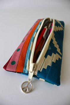 Sweet Verbena: Charmed Pencil Pouch Tutorial and an Etsy Shop! Pencil Bags, Pencil Pouch, Zipper Bags, Zipper Pouch, Sewing Tutorials, Sewing Projects, Fall Projects, Sewing Ideas, Diy Pencil Case