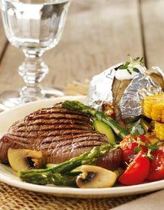 Biff med bakt potet og grillgrønnsaker | www.greteroede.no | www.greteroede.no Dinner Is Coming, Steak, Nutrition, Beef, Chicken, Recipes, Norway, Foods, Meat