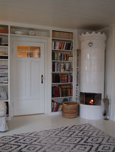 Built In Bookcase, Kitchen Dining, Sweet Home, Design Inspiration, Shelves, Building, Interior, Spaces, Home Decor