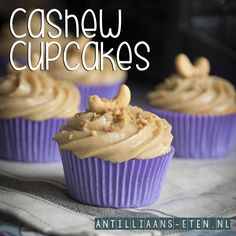 Stiekem vind ik deze lekkerder dan de 'echte' taart 🙈 😁  Cashew Cupcakes! - RECEPT: in ons bakboek 'Hé Dushi' / MEER INFO: Cupcakes, Cupcake Cakes, Recipe Database, Tasty, Yummy Food, Take The Cake, Cakes And More, Let Them Eat Cake, Catering