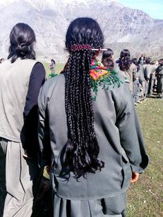 Kurdish Female Fighter (PKK) Ernesto Che, The Kurds, Female Fighter, Kurdistan, Freedom Fighters, Women In History, Traditional Outfits, First World, Making Ideas