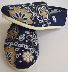 Toms Classics Women Wine Shoes Charming : Toms Outlet*Cheap Toms Shoes Online* Welcome to Toms Outlet.Toms outlet provide high quality toms shoes*best cheap toms shoes*women toms shoes and men toms shoes on sale. Cheap Toms Shoes, Toms Shoes Outlet, Trendy Shoes, Casual Shoes, Jordan Shoes, Nordstrom Boots, Tenis Vans, Adidas Shoes, Shoes 2018