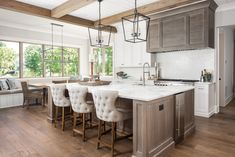 Kitchen Countertop Ideas to Make Your Kitchen Stand Out Kitchen Countertop Materials, Granite Kitchen, Kitchen Countertops, Kitchen Backsplash, Kitchen Hoods, New Kitchen, Kitchen Decor, Kitchen Ideas, Southern Cottage Homes