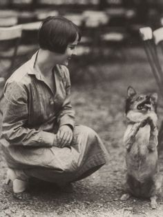 Louise Brooks and a ham. I love this photo because it's always nice to see her smiling and looking relaxed. And the dog is a riot. Robert Capa, Louise Brooks, Lost Girl, Vintage Hollywood, Classic Hollywood, Hollywood Glamour, November, Film Muet, Roaring 20s