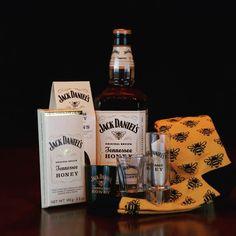 The sweeter side of Jack Daniel's 🐝🥃🖤 Tennessee Honey, Jack Wills, Fun Shots, Jack Daniels, Coke, Whiskey Bottle, Places, Sweet, Instagram