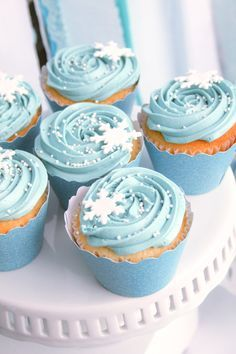 sweetly chic events & design frozen party fozen themed cupcakes