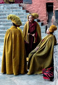 Gelugpa Monks . Tashilhunpo-monastery . Tibet