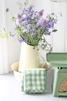 A simple way to introduce #GrannyChicDecor to your space.