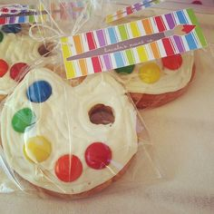 "Sugar cookie favor :: paint palettes with m's as ""paint"""