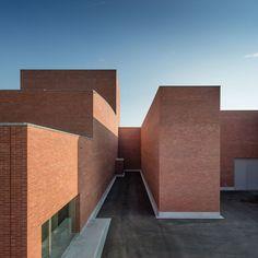 Álvaro Siza, Aresta Arquitectura, João Morgado · Public Auditorium à Llinars del Vallès. Barcelone · Divisare