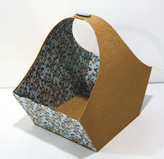 Panier gainé de simili cuir et de papier japonais.  Réalisé par Michèle.