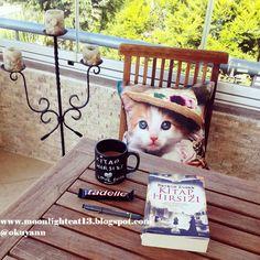 moonlightcat13: Okuma Halleri, Fotoğraflarla - Kitap Hırsızı / Mar...