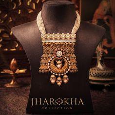 Locked in the embrace of white beads, this royal jharoka with three pearl drops look absolutely magnificent! #Jharokha #Set #MJJewellery #Manubhai #Borivali #Mumbai #JewelleryLove #HallmarkedGold #Hallmarkedjewellery #BeautifulIndianJewellery #Rajasthan #Marwari #Haveli #Rajasthanijewellery #rajputjewellery #Rajputanajewellery #Rajasthanheritage