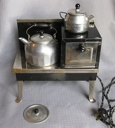 VINTAGE ANTIQUE 1930 EMPIRE ELECTRIC TOY STOVE & COFFEE POTS IN BOX