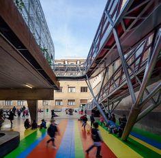Elevated Sports Court at Lasalle Franciscanas School / J1 Arquitectos