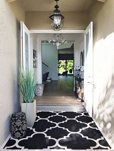 entry-florida-home-black-and-white-rug