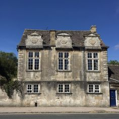 Gorgeous ... look at the windows!!! #Cotswolds #Burford #England #safinteriors #housenvy