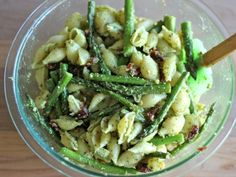 Pesto+Pasta+with+Sun+Dried+Tomatoes+and+Roasted+Asparagus+-+A+quick+and+easy+dish+for+those+busy+weeknights,+and+it's+chockfull+of+veggies!