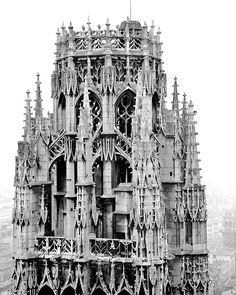La Tour de Beurre de la Cathédrale Notre-Dame de Rouen, Seine-Maritime (France). Début de la construction de la cathédrale : 1020 - Fin des travaux : 1506 - Hauteur : 75 m.