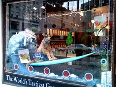 12 of The Best Window Displays You'll Ever See - Smashcave Pet Store Display, Store Window Displays, Boutique Decor, Dog Boutique, Beach Stores, Dog Cafe, Pet Resort, Dog Shop, Grooming Salon