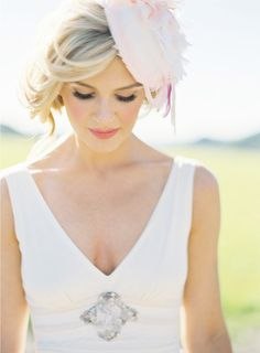 Jill La Fleur Workshop. Bridal accessories. Bride in hat. Bride with pink hair accessory.