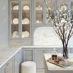 Classic Home Decor .Classic Home Decor Classic Home Decor, Classic House, Classic Interior, Interior Modern, Rustic Kitchen Design, Interior Design Kitchen, Kitchen Designs, Grey Kitchen Cabinets, Brown Cabinets