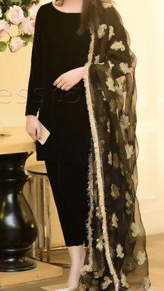 Beautiful Pakistani Dresses, Pakistani Formal Dresses, Pakistani Fashion Party Wear, Pakistani Wedding Outfits, Indian Fashion Dresses, Pakistani Dress Design, Indian Designer Outfits, Fancy Dress Design, Stylish Dress Designs