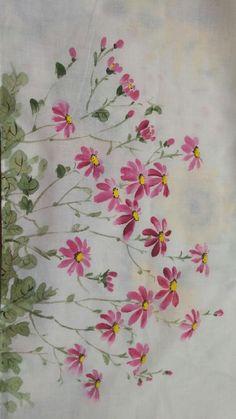 천아트.. 손수건에 구절초를 그렸어요. 핑크계열의 구절초가 있는지 잠깐 고민해봤는데.. 없어도 이쁘니까 ... Daisy Painting, Love Painting, Fabric Painting, Hand Embroidery Patterns, Embroidery Designs, Watercolor Flowers, Watercolor Art, Fabric Paint Shirt, Flower Drawing Tutorials