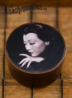 Anna May Wong, wood box  www.lesanachronautes.com