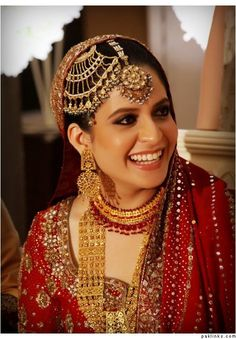 Check out the oversized Jhoomer and Bindi (headpieces) on this Pakistani bride.