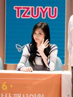 Post with 319 views. Evil Girl, Chou Tzu Yu, Twice Once, Tzuyu Twice, Trending Memes, Viral Videos, Asian Girl, Funny Jokes, Entertaining